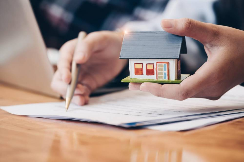 """4 """"bẫy"""" câu chữ trong hợp đồng mua bán nhà đất gây mất tiền oan"""