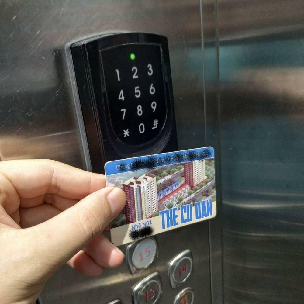 Chủ đầu tư không được ép cư dân đóng phí làm thẻ từ đi thang máy