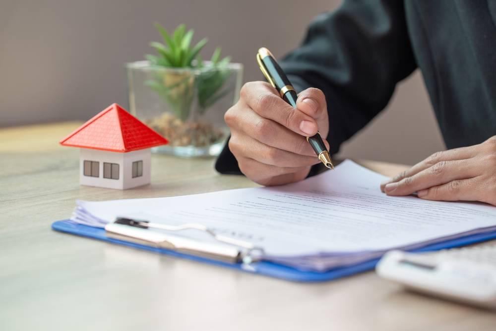 Đã công chứng hợp đồng mua đất nhưng vẫn bị Tòa án phong tỏa vì bên bán vỡ nợ